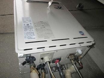 リンナイ ガスふろ給湯器 RUF-A1610の施工事例です。<br>■給湯器は突然動かなくなります。<br>特に冬はガスをよく使うため、故障を含め突然お湯が出なくなるのでご注意ください。