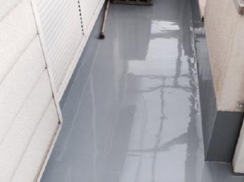 ベランダからの雨漏りは結構多いです。<br>特に、建物との接合部分でコンクリートに亀裂などが入っていると、中に水が回って、ボロボロの時もあります。<br>今回のような防水塗装でしっかり防水しておけば、15年くらいはもつので興味のある方は見てください。<br>■竹林化学工業 タケシール#101カラー防水 ウレタン防水の施工事例です。