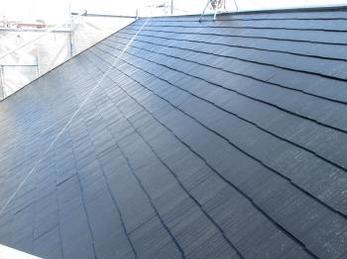 ご自宅の屋根がカラーベストで、建てた当時のままか塗装してからそろそろ15年くらい経つなという方、へ向けた事例です。<br>この事例を読む事で、屋根はどの程度傷むのか、屋根の塗装がどの様にされるのかが分かります。<br>■ニッペ ファインシリコンベストの塗装事例です。