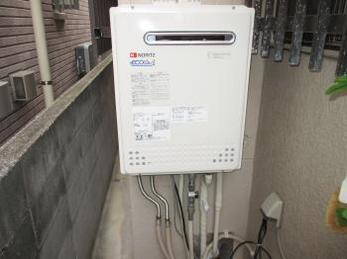 給湯器は突然動かなくなります。<br>特に寒い時期にガスを多く使用する為、起こり易いです。<br>10年以上給湯器をお使いの方はお気を付けください。<br>■ノーリツガス風呂給湯器の取り換え事例です