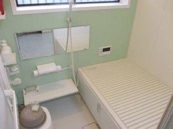 浴室が古くなって、新しくユニットバスを設置しようとお考えの方に向けた施工事例です。<br>この施工事例を読む事で、システムバスがどの様に解体、設置されるのかがわかります。<br>■リクシル システムバス アライズ シャワートイレ アメージュZの施工事例です。