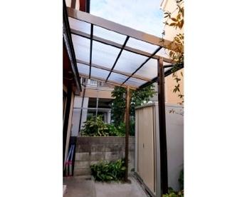 今回はお庭のテラスを新しくしました。<br>古いので交換したい方はもちろん、小雨でも洗濯物を干せるスペースがほしい!なんて方も、ぜひご確認下さい。<br>■三協アルミ テラーネZ ポリカ波板 テラス交換事例