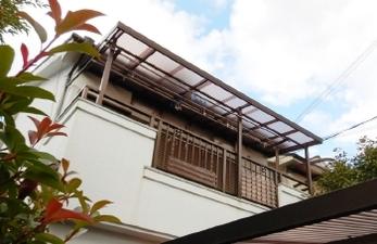 ベランダの波板から雨漏りしていませんか?特に2階は自分で修理するのは危険だし、材料揃えるだけでも大変ですよね。<br>そんな時は安心できるプロにお任せください。長持ちする波板に交換しましょう!