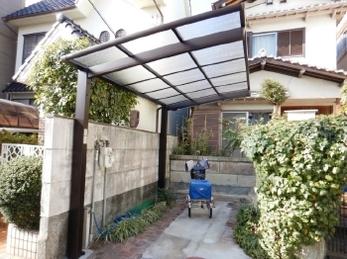 自転車置き場に屋根をつけたい!カーポートをサイクルポートに変えたい!とお考えの方におすすめ。<br>■三協アルミ サイクルポート カムフィエース(ミニタイプ)交換事例