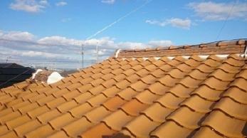 ご自宅の屋根の状態をご存じですか?<br>突然、瓦が落ちてきた!雨漏りしだした!?なんてこと避けたいですよね。ぜひ2階から1階の屋根を見てみてください。<br>早めの修繕、定期的な点検がお家を長く元気に保ちます。<br>■屋根瓦補修・漆喰詰め直し工事事例