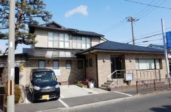 屋根瓦の葺き替えを検討中の方!軽量瓦の「エアルーフ」をご存じですか?地震や台風に対する意識が高まって注目されている高品質なセメント瓦です。<br>スレート屋根の塗装も行っていますので、あわせてご覧いただけます。