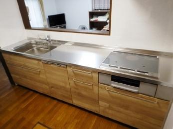 今回のキッチンリフォームの1番の目的は「IHコンロ」と「食器洗い乾燥機」の導入でした。<br>IHはガスコンロと比べるとお手入れがしやすく、夏は台所が暑くなりにくいのがうれしいですよね。食洗器は一度使ったら手放せない!という方も多いです。<br>あなたにぴったりのキッチンを見つけませんか?