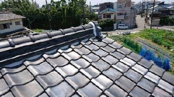 台風後の屋根点検でご連絡いただき、漆喰詰め直しと瓦補修工事を行いました。<br>定期的にメンテナンスをされていて大きな被害が無かったのが、不幸中の幸いです。