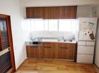 古いキッチンを新しくしたい!台所の傷んだ床や壁をなおしたい!収納スペースを有効活用したい!そんなお悩みをお持ちの方、リフォームで台所を生まれ変わらせませんか?<br>クリナップのシステムキッチン「ステディア」のリフォーム工事事例です。