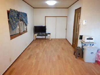 フローリングを張替えるだけでお部屋の雰囲気が大きく変わります!今回は比較的手軽な「重ね張り工法」で行いました。