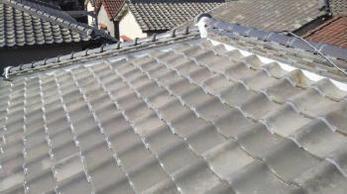 屋根瓦が飛んだ!屋根の様子がおかしい?放置していると雨漏りや大きな被害につながるかもしてません。早めの対応が大切です。