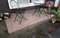 お庭にテラスを作りませんか?今回のようにタイルテラスなら、劣化しにくくお手入れもしやすいですよ。