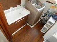 洗面所をスッキリさせたい!収納スペースが足りない!という方におすすめ、洗面化粧台交換&床張り替え事例です。