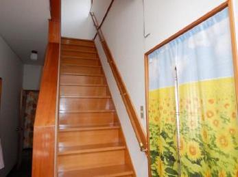 階段の昇降が不安になってきたり、将来を考えたりして、階段に手すりを取付けを検討されている方におすすめ。階段手すり取付事例です。