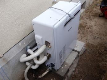 ガス給湯器、そろそろ交換時期ではありませんか?よくあるのが、ガスを多く使う冬の寒い時期に突然壊れるパターンです。15年以上使用されている方、そろそろ気を付けて下さいね。