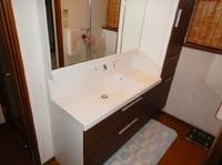 洗面台の劣化や収納、使い勝手など、お悩みはありませんか?今回はリクシル洗面化粧台L.C(エルシィ)の交換工事事例です。